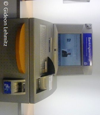 Eine Bank darf dem Kunden für den Nichtabruf von Auszügen keine Kosten in Rechnung stellen.